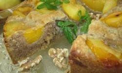 Сливовый пирог с орехами и мёдом
