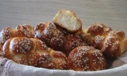 Плетеные булочки с кунжутом «Пита майзе»