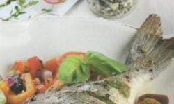 Запеченная дорада с овощной сальсой