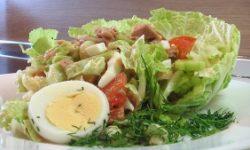 Салат из тунца и китайской капусты