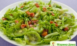 Салат из семги с киви