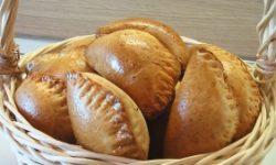 Пирожки из пресного теста с говядиной