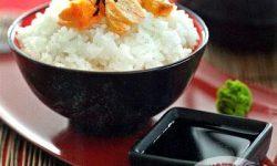 Рис в зеленом чае с лососем