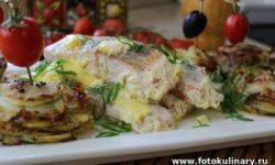 Рыба запечённая в сливках с ломтиками картофеля