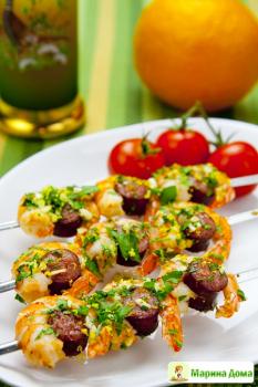 Креветки с колбасками и гремолатой на шпажках. Рецепт из моей первой книжки