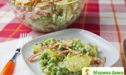 Салат из картофеля и перца с соусом песто