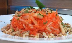 Салат из моркови и яблок с орехами