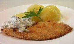 Филе белой рыбы запеченой в сухарях