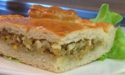 Пирог печеный из дрожжевого теста с начинкой из рыбы с яйцами
