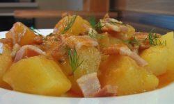 Картофель тушеный, с копченой грудинкой