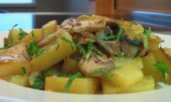 Картофель тушеный, со свежими грибами