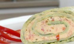 Зеленый рулет со сливочным сыром
