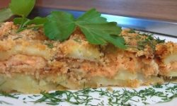 Картофель с лососиной