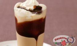Черный кофе с мороженым