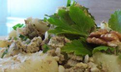 Картофель отварной с орехами