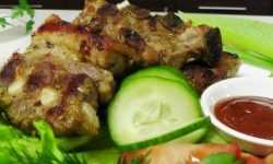 Свиные ребрышки с соусом барбекю на гриле