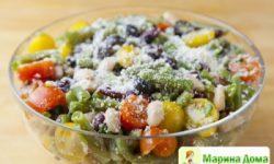 Итальянский салат из трех видов фасоли и помидоров