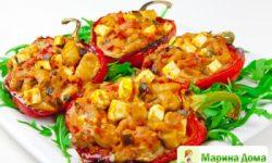 Перец фаршированный чили, фасолью и фетой