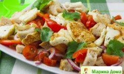 Салат с сыром халуми и овощами